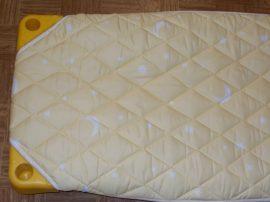 Steppelt lepedő lepedő műanyag fektetőre (kék-sárga csillagos microfeeber)